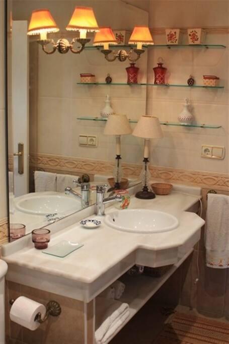 Baño que pertenece al dormitorio principal