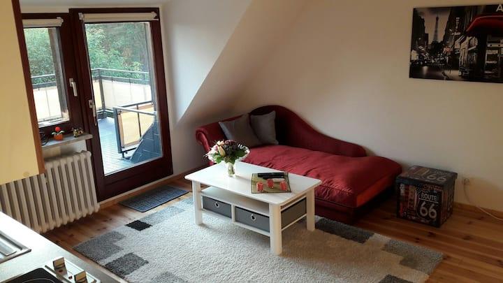 2-Zimmerwohnung mit Privatbad + Balkon in Waldnähe