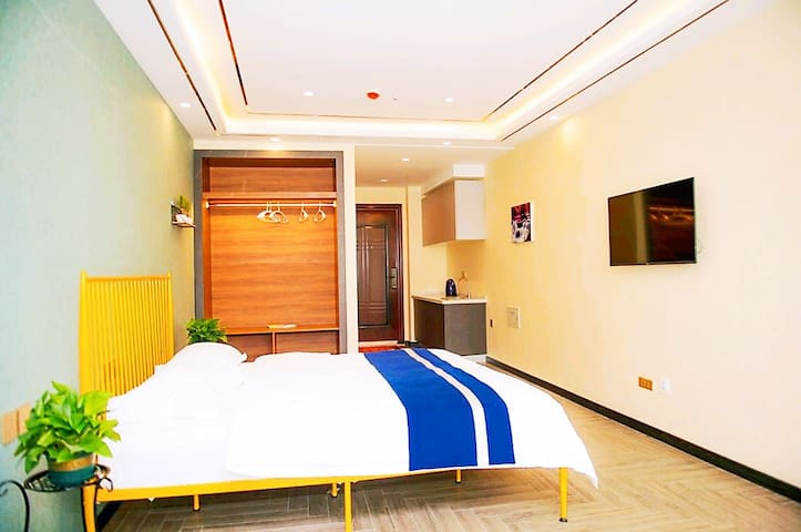 Relaxer * Cozy Room Queen Bed & High Rise View