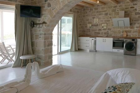 Selini luxury apartment in the heart of Matala