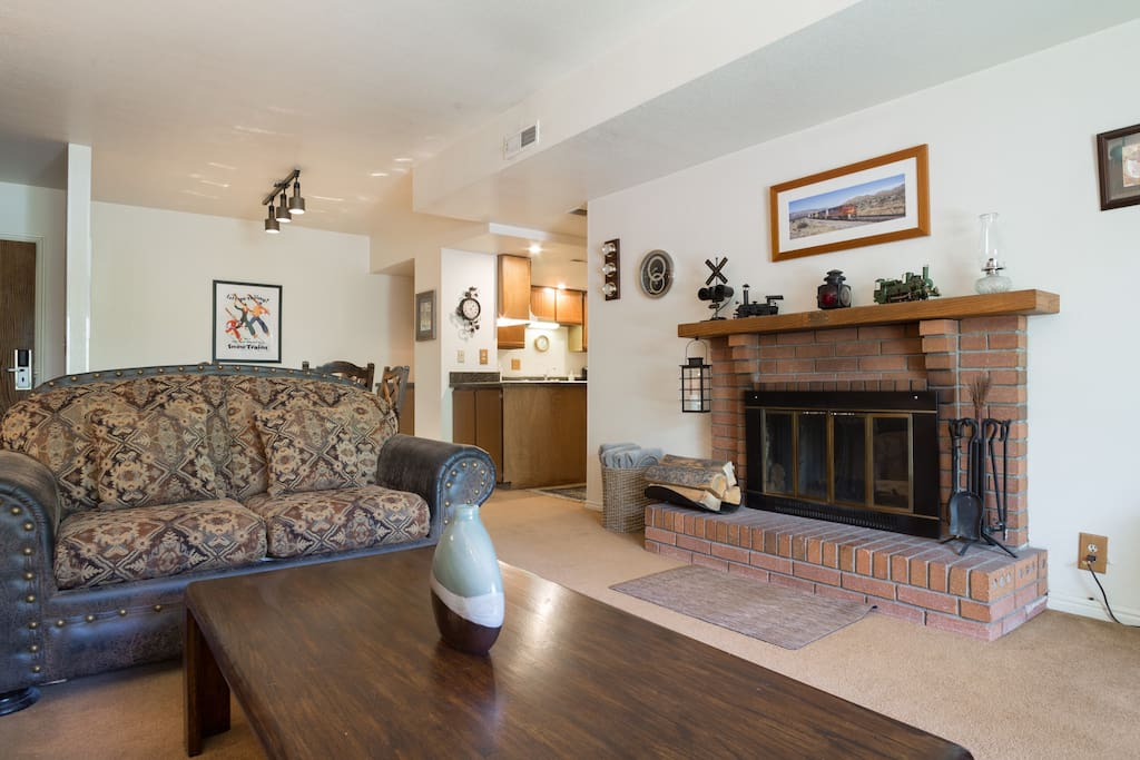 LR - Seating for 6, Cable TV, Wood fireplace (logs avail.), Private patio