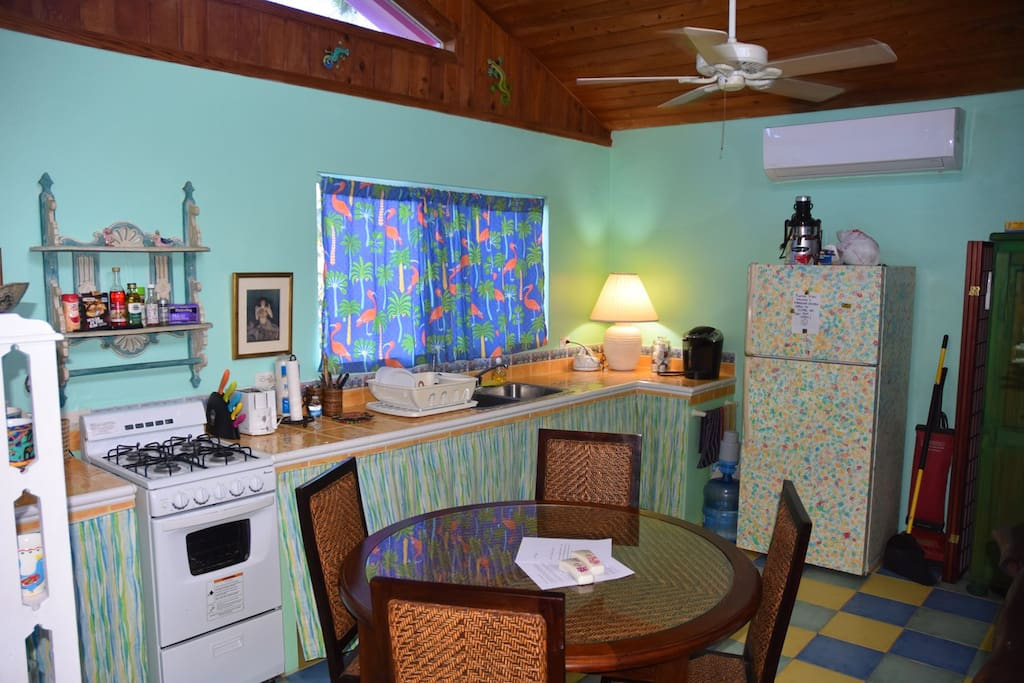 Dining for four, new gas stove & oven + fridge freezer.