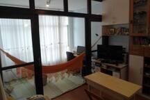 Sala com TV, Rede, ar condicionado. Living Room with , TV, Climatizated.