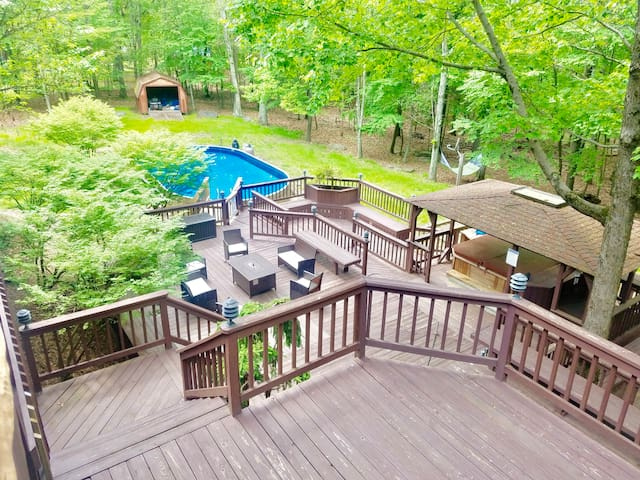 5000sqft Mountain View Hot Tub Pool Multiple Decks