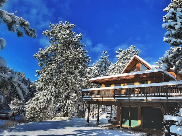 Cozy Mountain Retreat! Private apartment!
