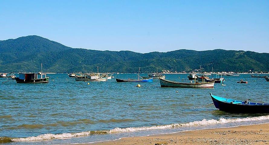 Belo ap. 3 quartos praia Canto Grande/Mariscal - Бомбиньяс - Квартира