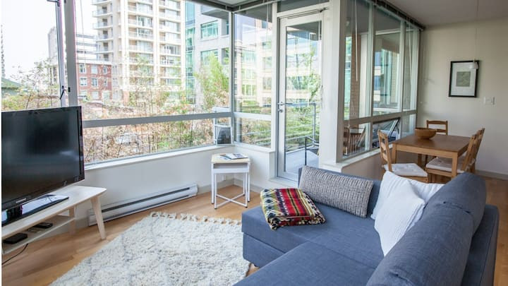 Modern and Clean Victoria Apartment