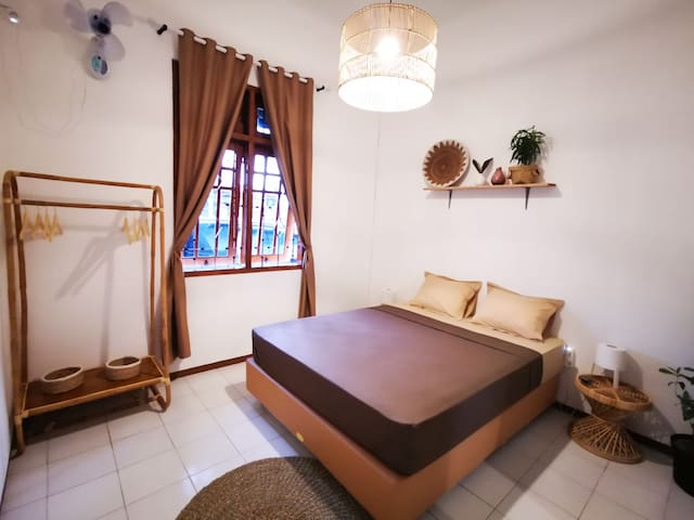 Double Room with Fan and Shared Bathroom near Ijen