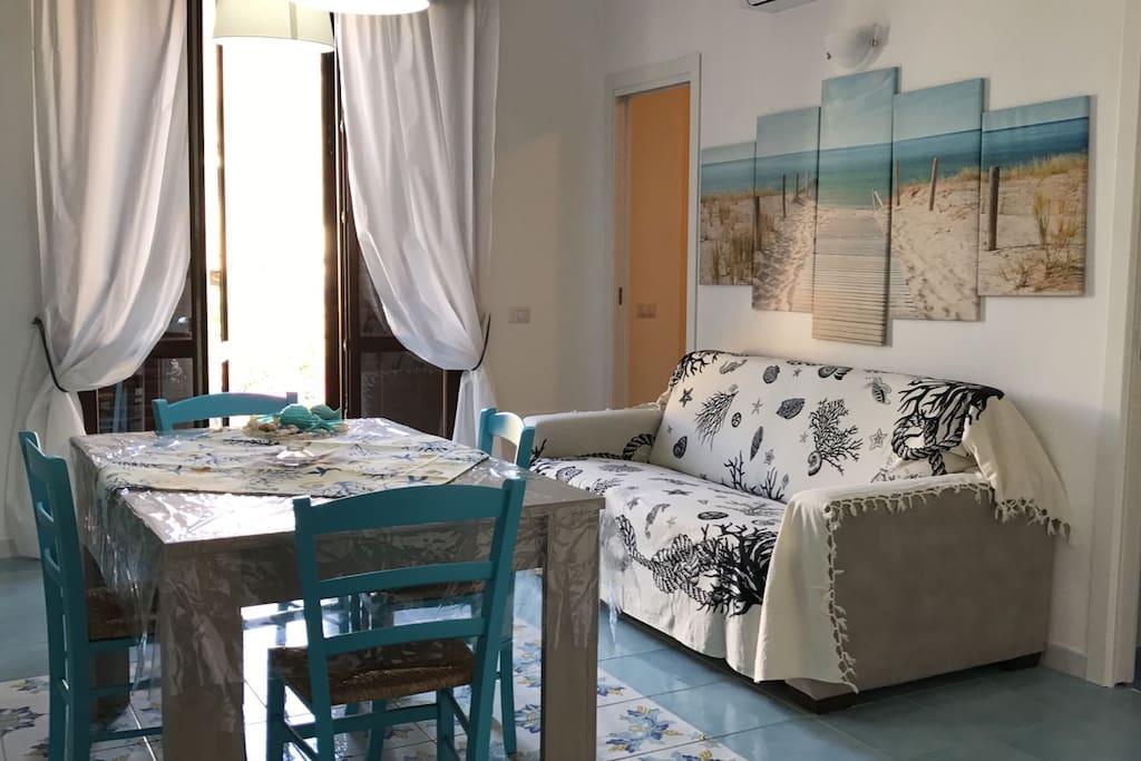 cucina soggiorno con divano letto matrimoniale