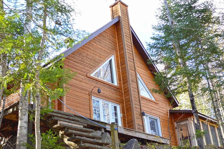 Rustic Frostwood Cottage, with spa
