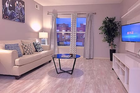 PRIVATE DOWNTOWN MEMPHIS CONDO 5 BLOCKS TO BEALE - Мемфис