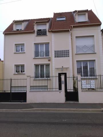 F2 34m² proche RER B Le Bourget - Drancy - Lejlighed