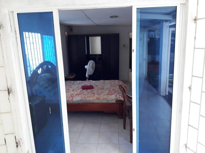 Habitacion privada  grande y comoda, garage .