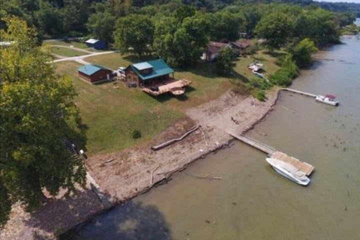 Waterfront Log Cabin with Private Boat Dock Access