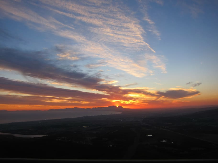 Enjoy beautiful sunsets from the stoep or nearby Sir Lowry's viewpoint
