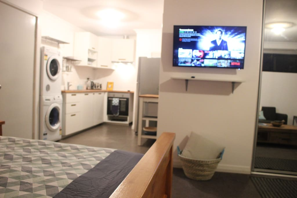 Private Kitchen/Washing Machine/Dryer, own pull out clothes line
