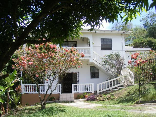 The StandPipe Villa - Corinth - Apartment