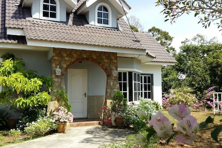 English Cottage - Durian Tunggal - House