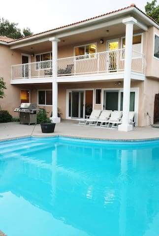 View Home 5 Bedrooms 3 baths Entire Pool House