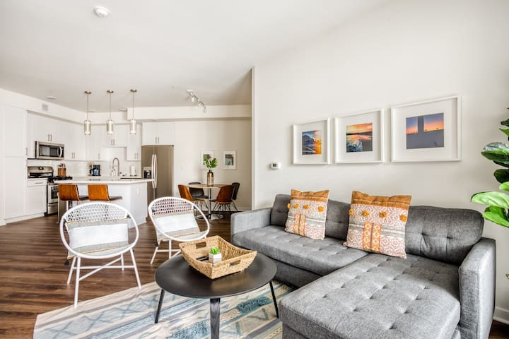 Sophisticated 2BR in West LA, Gym + Pool by Zeus