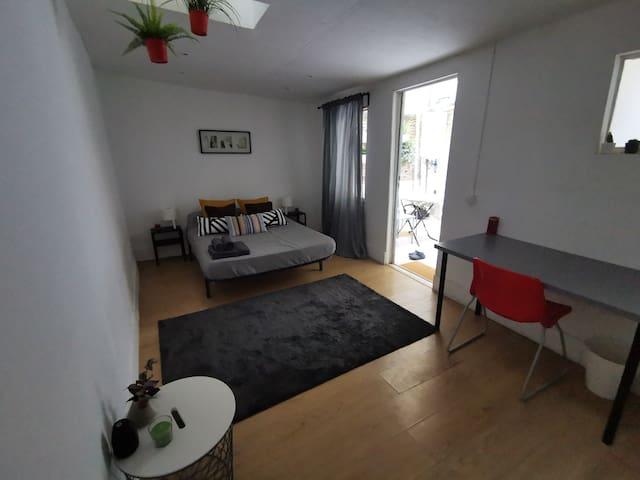 Habitación doble privada con baño propio (pequeño)
