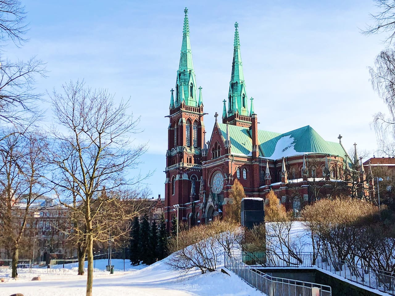 6 minutes walk to St.John's church, the largest church in Finland by seating capacity!