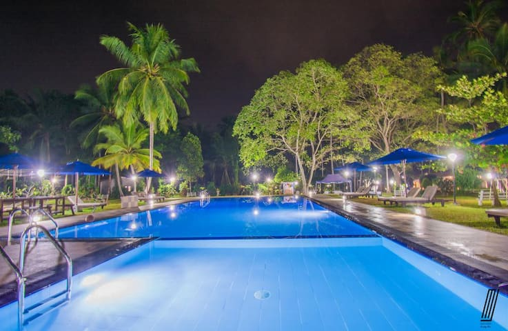 Oreeka Hotel-Katunayake Airport with swimming pool