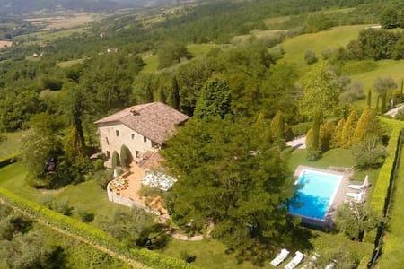Umbrian Tuscany Villa with pool sleeps 8 - Niccone