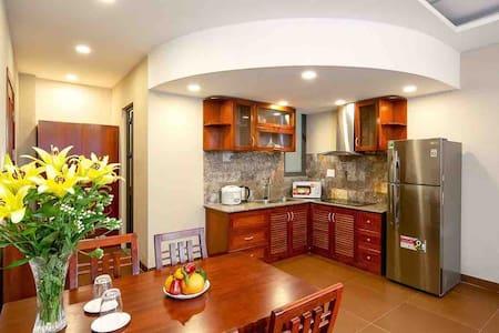 Luna Serviced Apartment: Large/Modern/Furnished