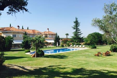 casa residencial con gran jardín - Madrid - Bed & Breakfast