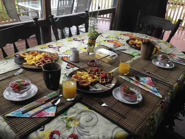 Spring Awaking,Devil Lake, hiking/kayak, breakfast