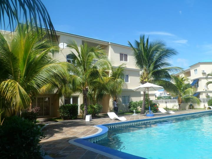 Apartment with 3 bedrooms in Flic en Flac, with shared pool, furnished terrace and WiFi - 100 m from the beach