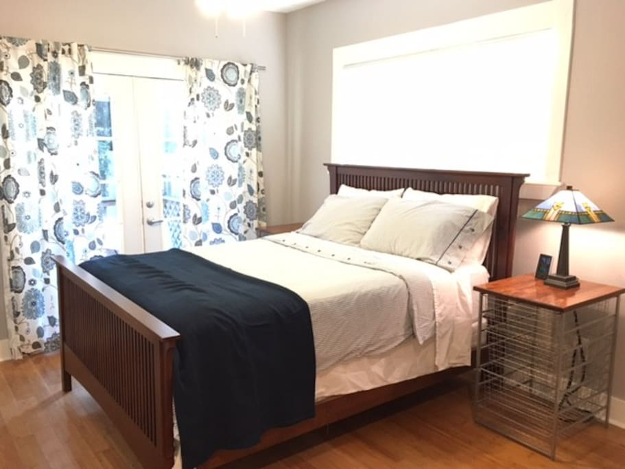 Large master bedroom with queen bed. Sweet dreams guaranteed!