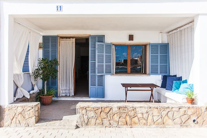 CASA MARINA 812/2015 Charming house with direct access to the sea