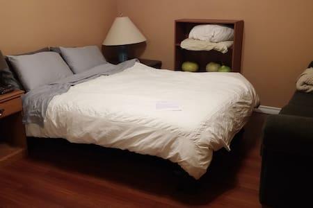 Quiet & Cozy Bedroom in Apartment - Cambridge