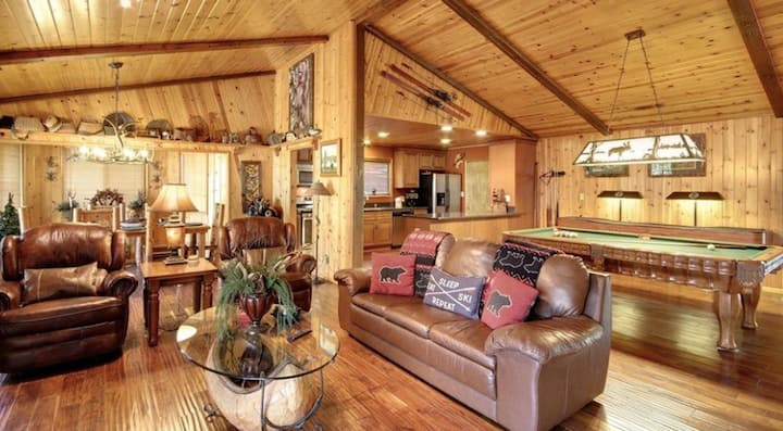 Escape the City: Fresh Air, Great Cabin, Hot Tub!