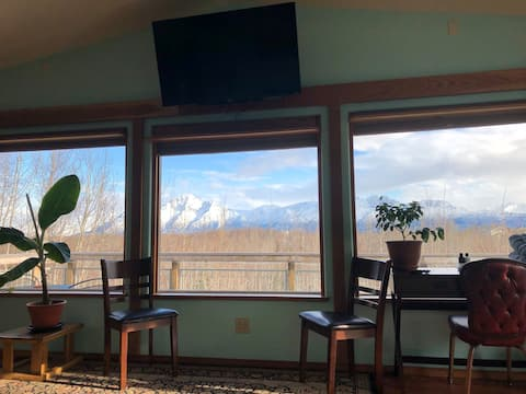 Alaskan mountain scenic suite
