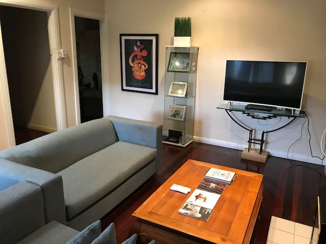 2 Bedrooms + Granny Flat in Prize Central Location