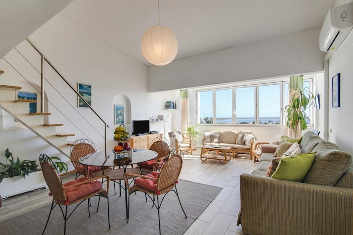 Holiday Home 'Casa de Mar' with Sea View, Wi-Fi, Air Conditioning & Garden; Street Parking Available