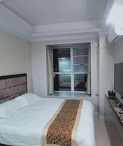 怡馨电梯短租公寓,丁玲公园万达广场附近
