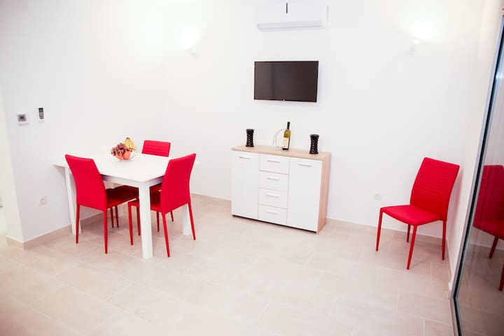 Redmonte Apartment