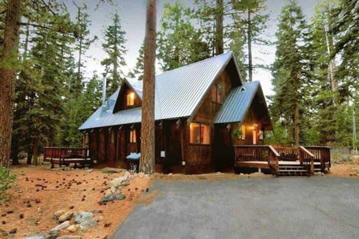 Cozy Tahoe Cabin by Northstar and Squaw