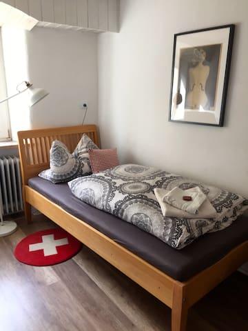 Ostallgäu klein & fein: Zimmer in altem Stadthaus - Kaufbeuren - Casa