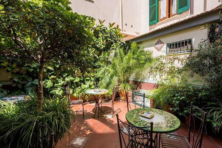 AMORE RENTALS -  Appartamento Elisa D with Shared Terrace, Air Conditioning and Internet Wi-Fi