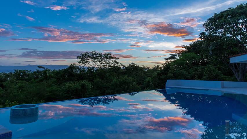 Beautiful and spacious Pool