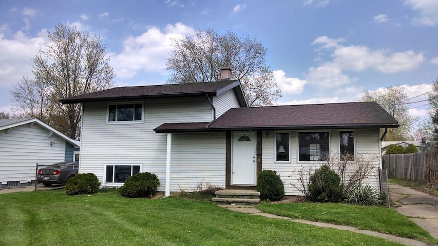 *RNC* Furnished and Comfortable House by Lake Erie