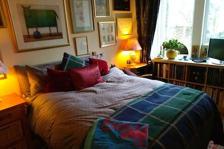 Double bed in quiet apartment