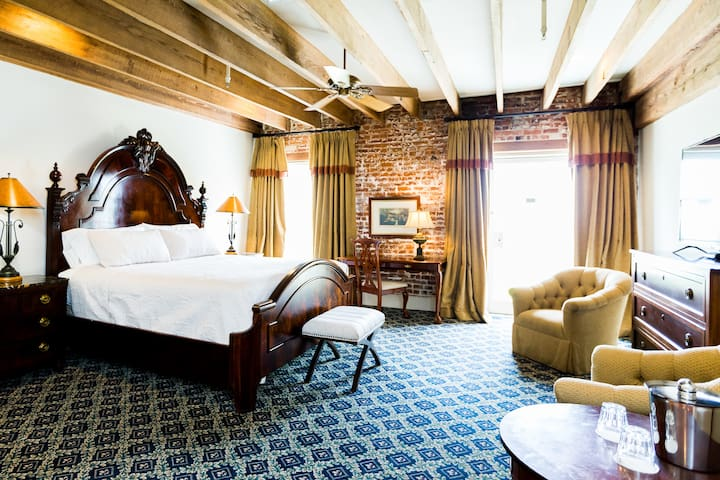 The River Walk Inn - Room 803