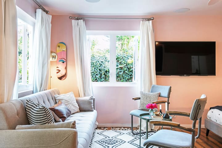 Delightful Guesthouse in Woodland Hills