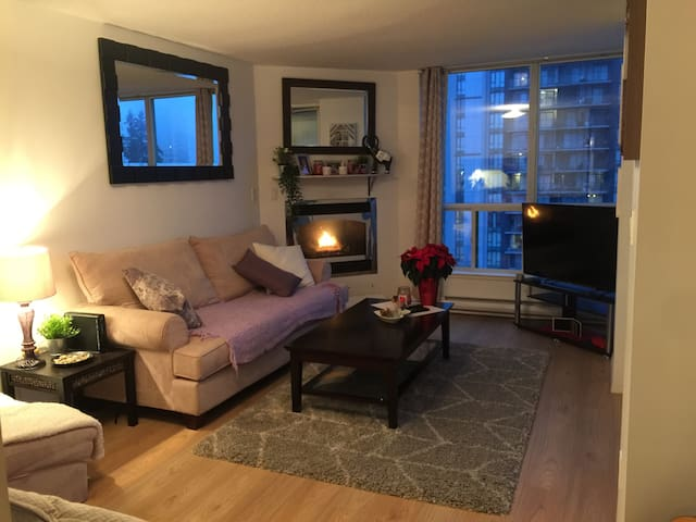 Coq. Center- Beautiful Bright 1 bdrm apt with view